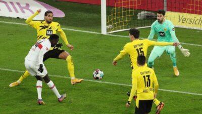 Borusija ne može bez Halanda. Štutgart deklasirao Dortmund