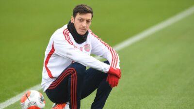 Ozil napustio Arsenal
