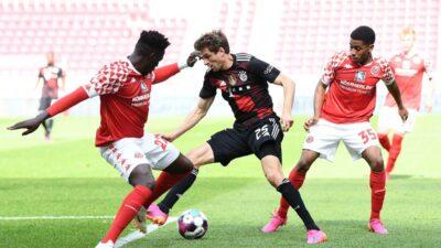 Bajern doživeo poraz na gostovanju, dok je Dortmund upisao tri važna boda (VIDEO)
