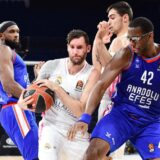 Košarkaši Efesa ubedljivo su pobedili Real uz povredu Vase Micića!