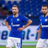 Navijači Šalkea jurili i gađali jajima igrače nakon ispadanja iz Bundeslige! (VIDEO)