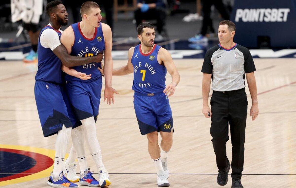 Nikola Jokić nasrnuo na sudije, igrači ga smirivali! Denver poražen od najjačeg tima lige (VIDEO)