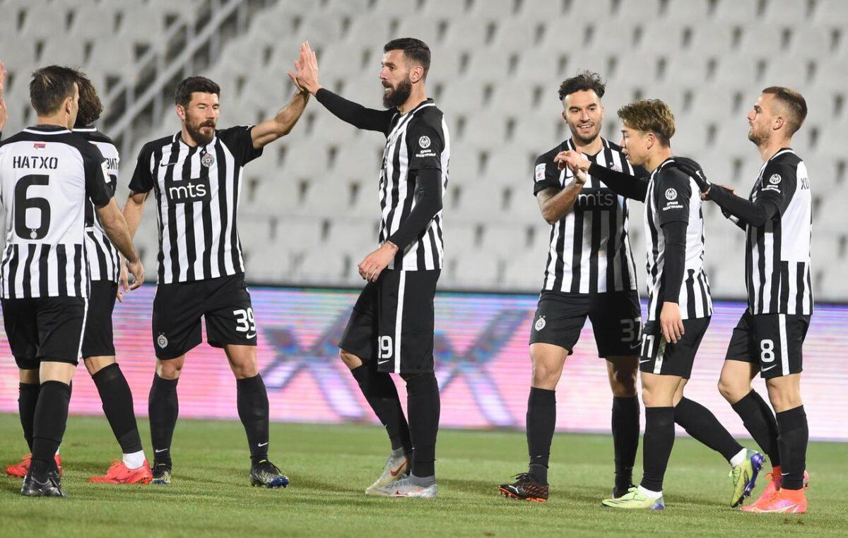 Juventus nudi igrače Partizanu!