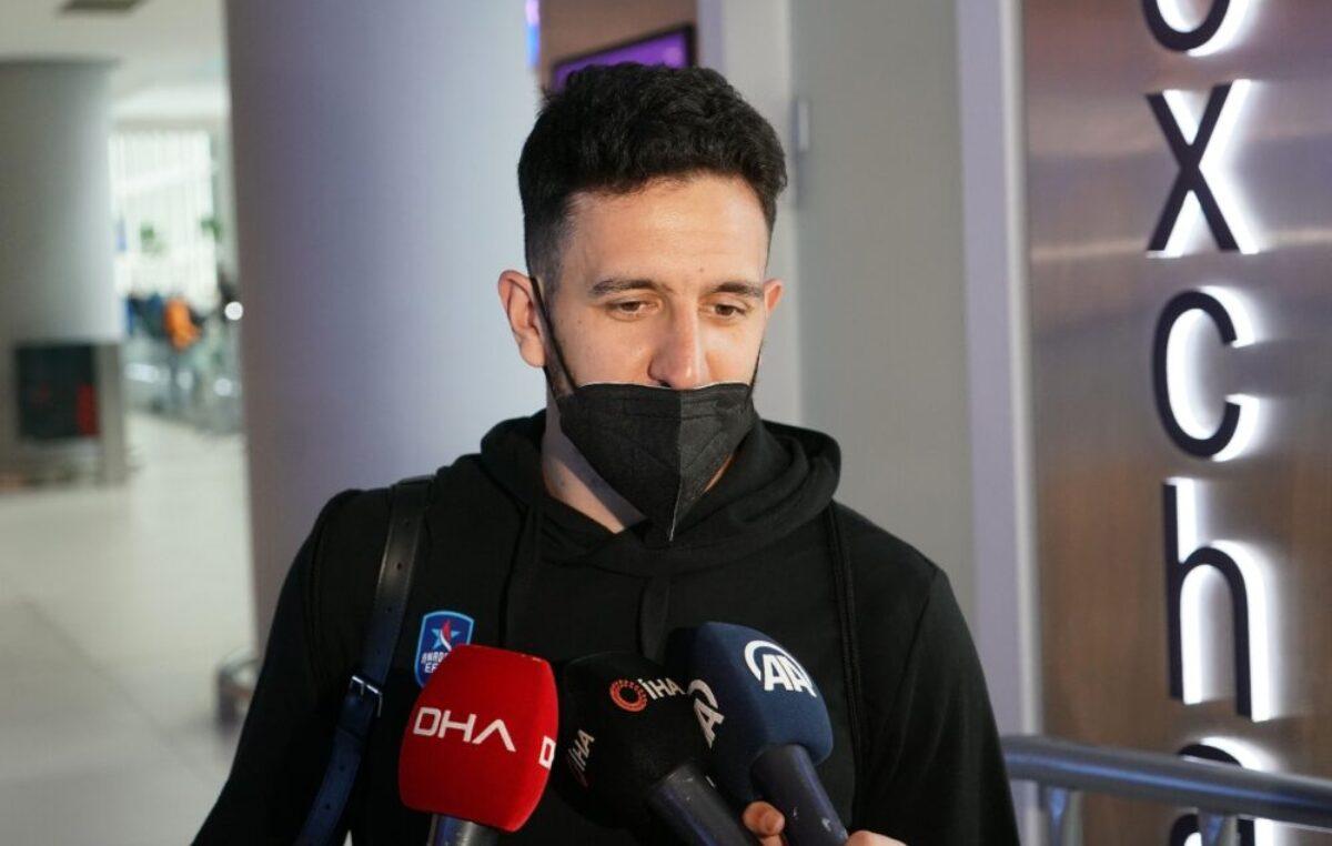 ŠOU MICIĆA NA DOČEKU: Navijači Efesa znali da dočekaju svog MVP-ja! (VIDEO)
