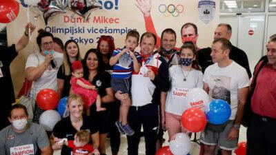 Osvajači medalja se vratili iz Tokija i evo kako su dočekani! (FOTO)