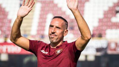 NE PREDAJE SE: Riberi predstavljen u novom klubu!